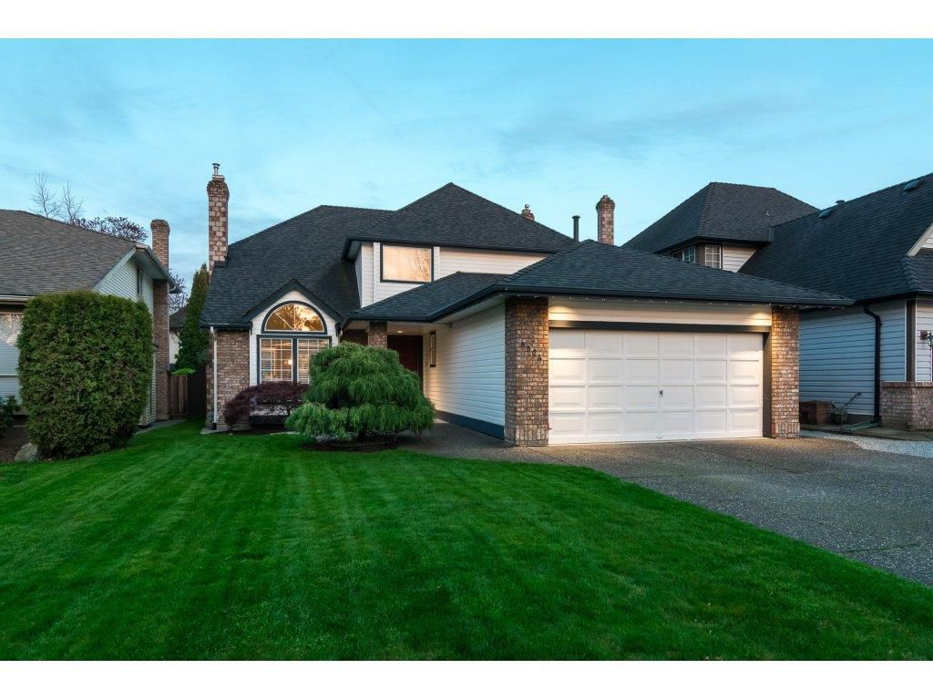 """Main Photo: 8524 212 Street in Langley: Walnut Grove House for sale in """"Forest Hills"""" : MLS®# R2261072"""