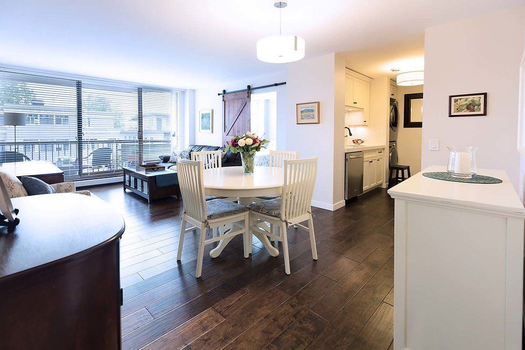 "Main Photo: 302 2445 W 3RD Avenue in Vancouver: Kitsilano Condo for sale in ""Carriage House"" (Vancouver West)  : MLS®# R2294269"