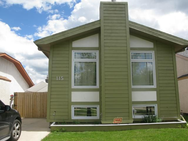 Photo 1: Photos: 115 Bender Bay in WINNIPEG: Maples / Tyndall Park Single Family Detached for sale (North West Winnipeg)  : MLS®# 1314233