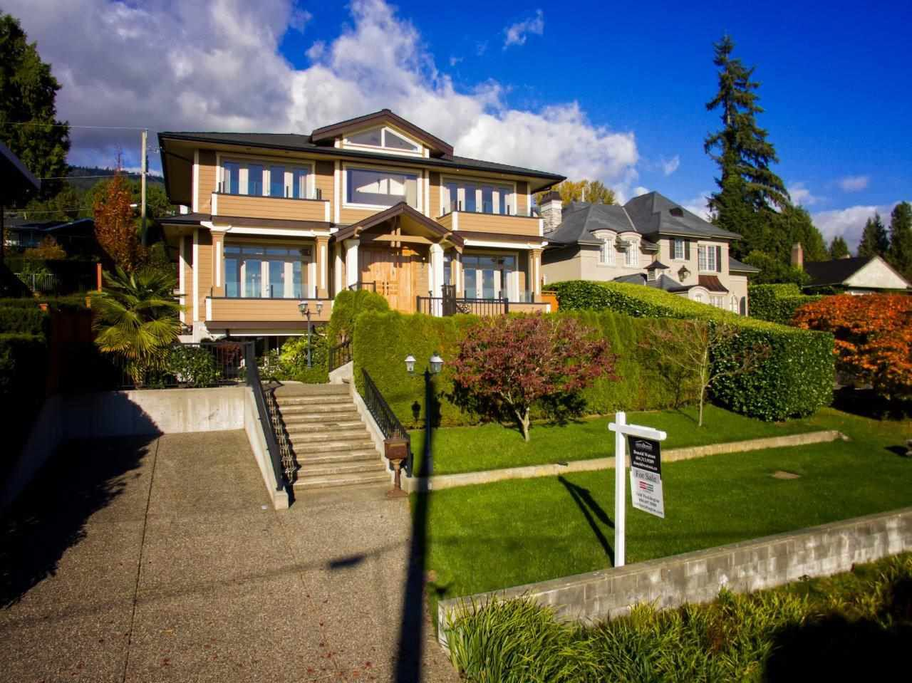 Main Photo: 2135 PALMERSTON Avenue in West Vancouver: Queens House for sale : MLS®# R2011341