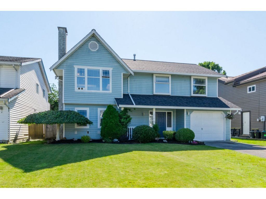 "Main Photo: 9468 209B Crescent in Langley: Walnut Grove House for sale in ""WALNUT GROVE"" : MLS®# R2081348"