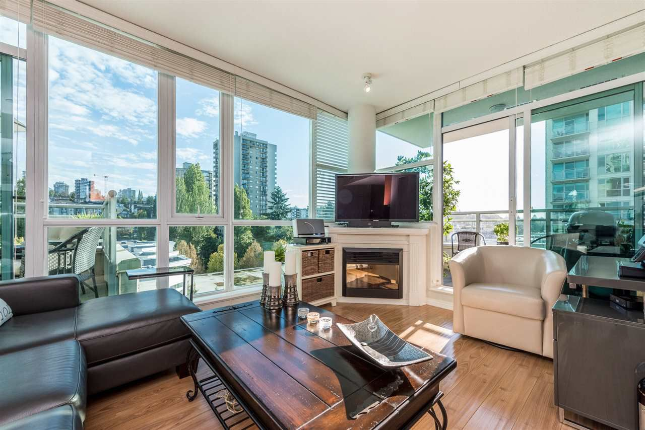 """Main Photo: 903 168 E ESPLANADE Street in North Vancouver: Lower Lonsdale Condo for sale in """"ESPLANADE WEST AT THE PIER"""" : MLS®# R2111984"""