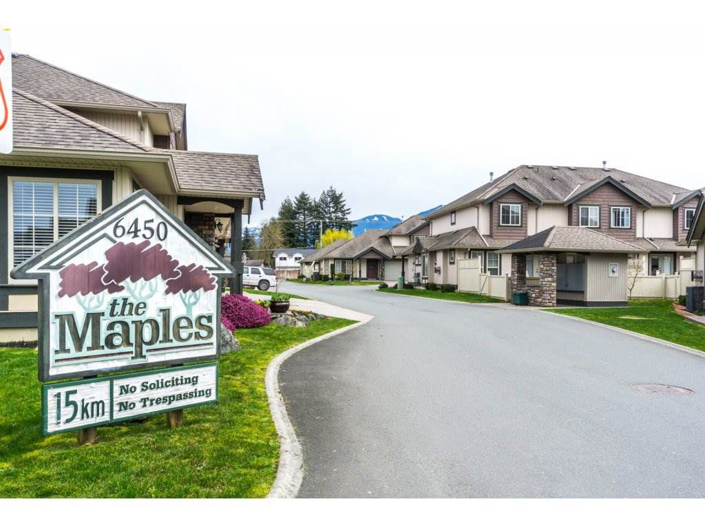 """Main Photo: 27 6450 BLACKWOOD Lane in Sardis: Sardis West Vedder Rd Townhouse for sale in """"THE MAPLES"""" : MLS®# R2151888"""