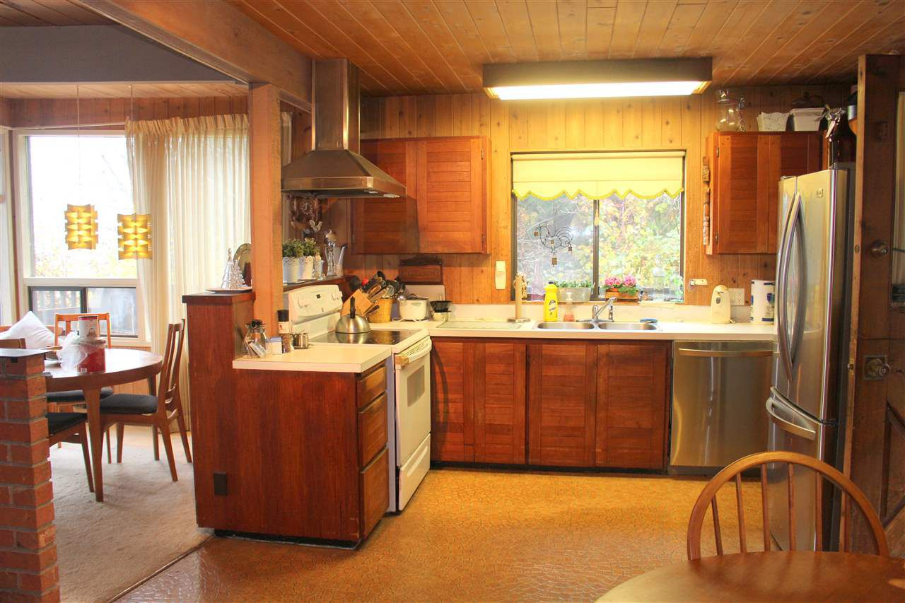 """Photo 9: Photos: 2027 CASSIDY Road: Roberts Creek House for sale in """"CLOSE TO CAMP BYNG"""" (Sunshine Coast)  : MLS®# R2223864"""