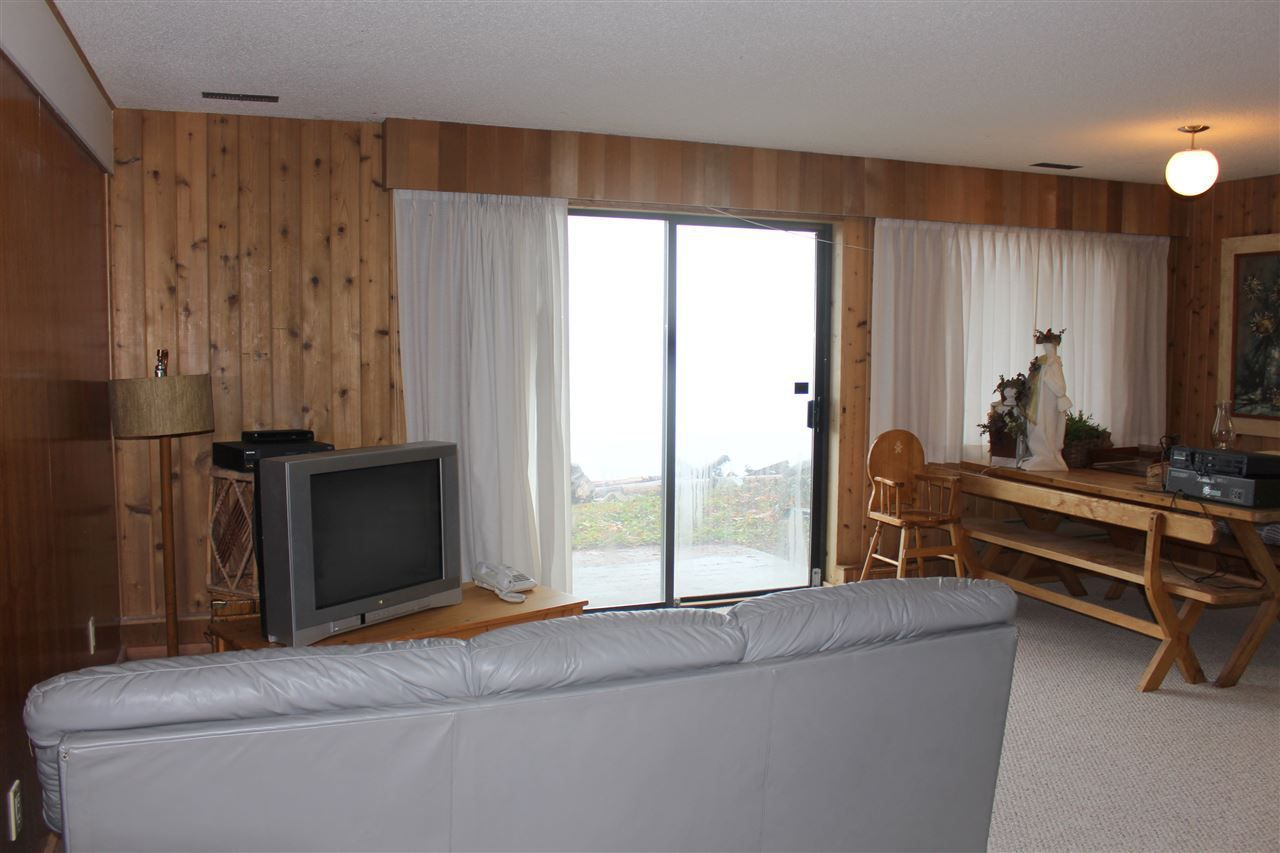 """Photo 12: Photos: 2027 CASSIDY Road: Roberts Creek House for sale in """"CLOSE TO CAMP BYNG"""" (Sunshine Coast)  : MLS®# R2223864"""