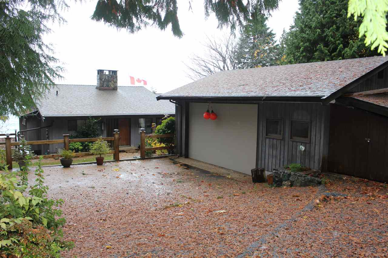 """Photo 4: Photos: 2027 CASSIDY Road: Roberts Creek House for sale in """"CLOSE TO CAMP BYNG"""" (Sunshine Coast)  : MLS®# R2223864"""