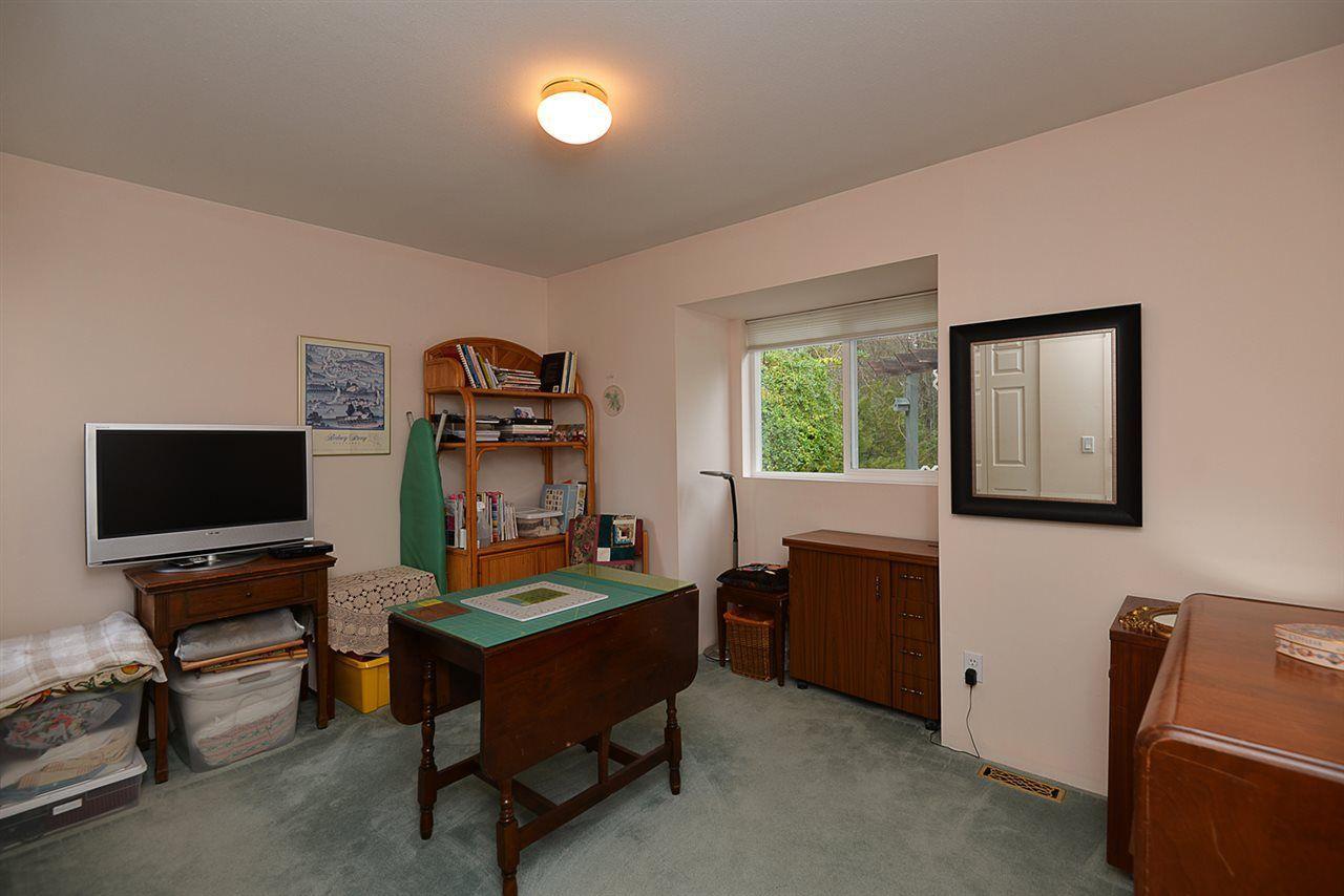 "Photo 12: Photos: 9200 REGAL Road in Halfmoon Bay: Halfmn Bay Secret Cv Redroofs House for sale in ""Curran Rd subdivision"" (Sunshine Coast)  : MLS®# R2243491"