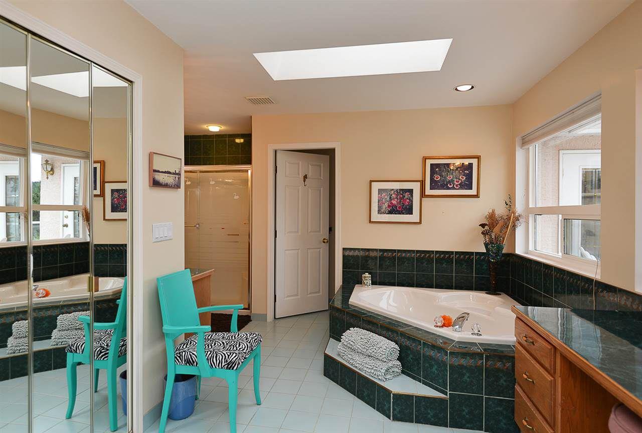 "Photo 10: Photos: 9200 REGAL Road in Halfmoon Bay: Halfmn Bay Secret Cv Redroofs House for sale in ""Curran Rd subdivision"" (Sunshine Coast)  : MLS®# R2243491"