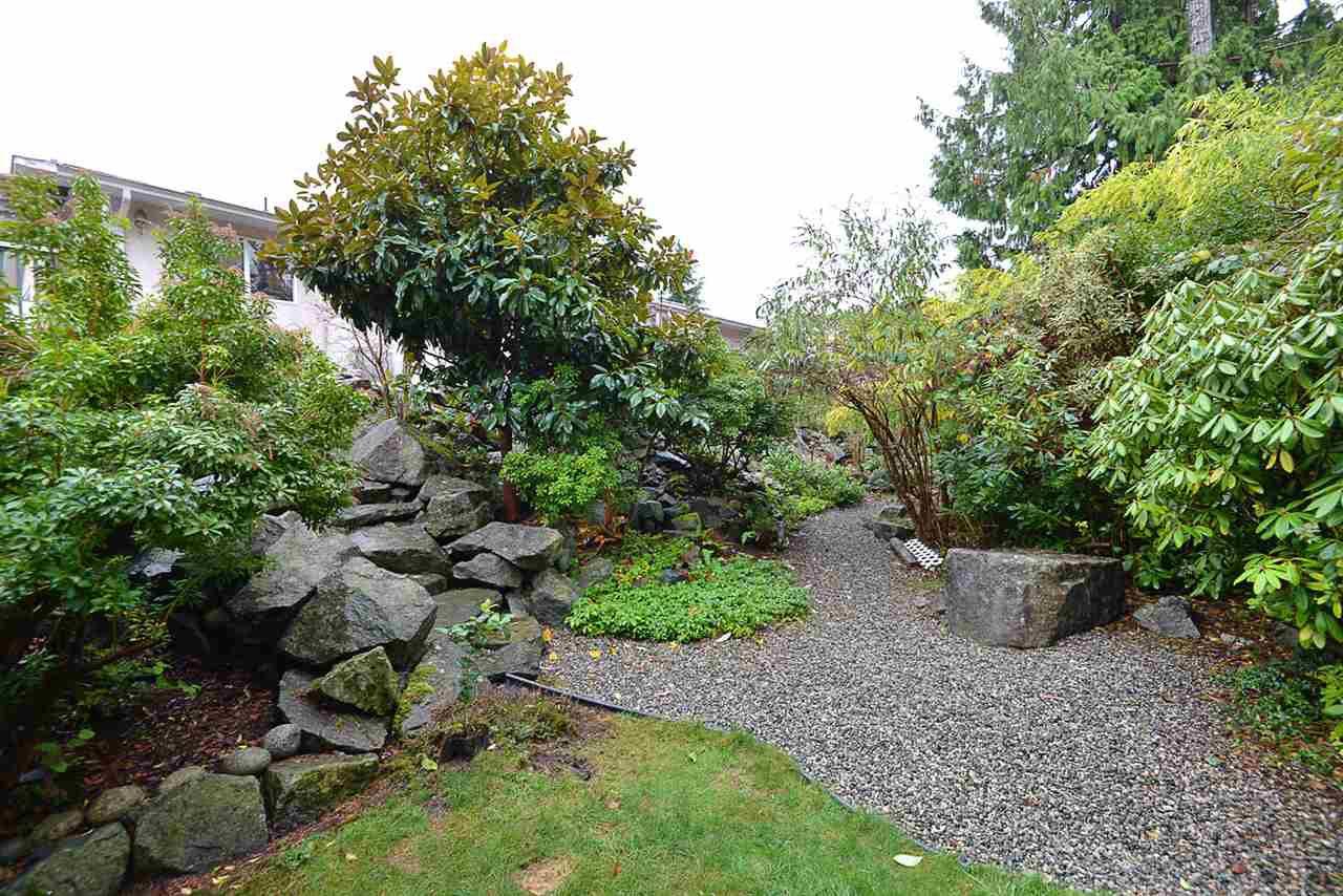 "Photo 17: Photos: 9200 REGAL Road in Halfmoon Bay: Halfmn Bay Secret Cv Redroofs House for sale in ""Curran Rd subdivision"" (Sunshine Coast)  : MLS®# R2243491"