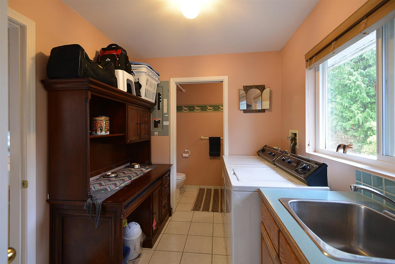 "Photo 14: Photos: 9200 REGAL Road in Halfmoon Bay: Halfmn Bay Secret Cv Redroofs House for sale in ""Curran Rd subdivision"" (Sunshine Coast)  : MLS®# R2243491"