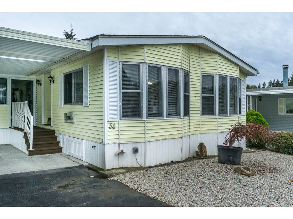 """Main Photo: 54 2315 198 Street in Langley: Brookswood Langley Manufactured Home for sale in """"Deer Creek Estates MHP"""" : MLS®# R2317452"""