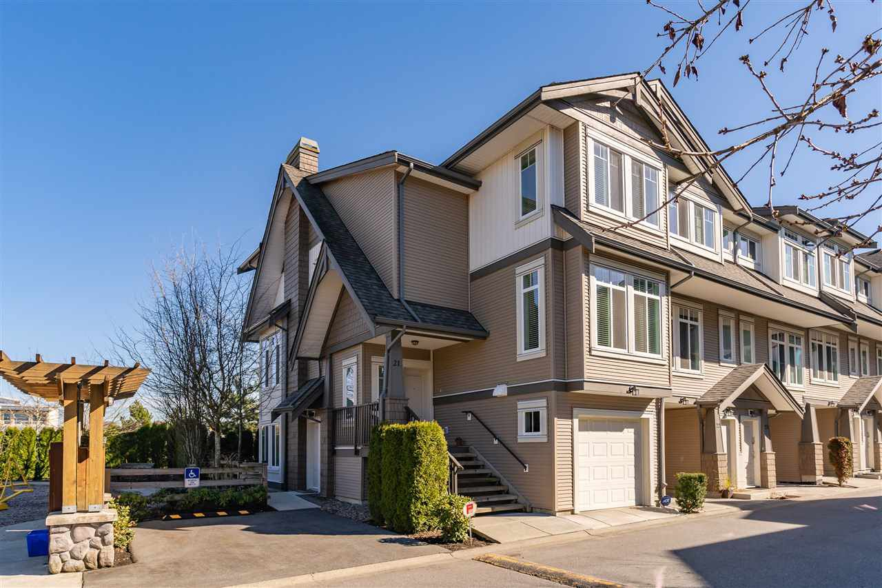 """Main Photo: 21 8250 209B Street in Langley: Willoughby Heights Townhouse for sale in """"Outlook"""" : MLS®# R2352663"""
