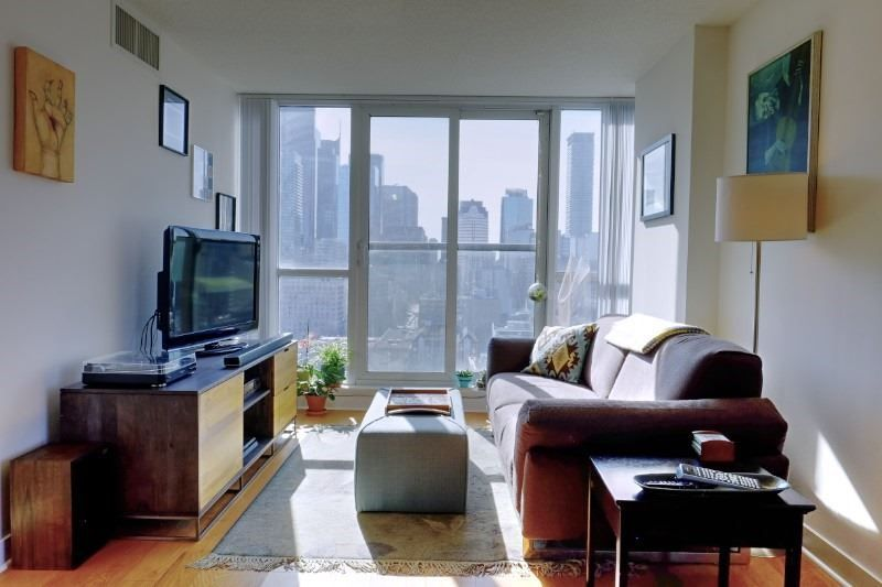 Main Photo: Lph13 320 E Richmond Street in Toronto: Moss Park Condo for lease (Toronto C08)  : MLS®# C4400863