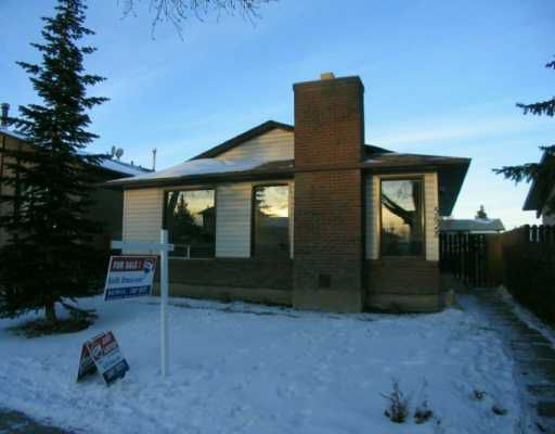 Main Photo:  in CALGARY: Temple Residential Detached Single Family for sale (Calgary)  : MLS®# C3107012