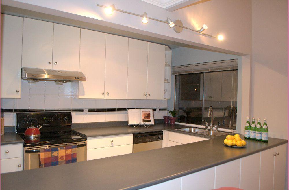 Main Photo: 201 3465 GLEN Drive in Vancouver East: Fraser VE Home for sale ()  : MLS®# V925871