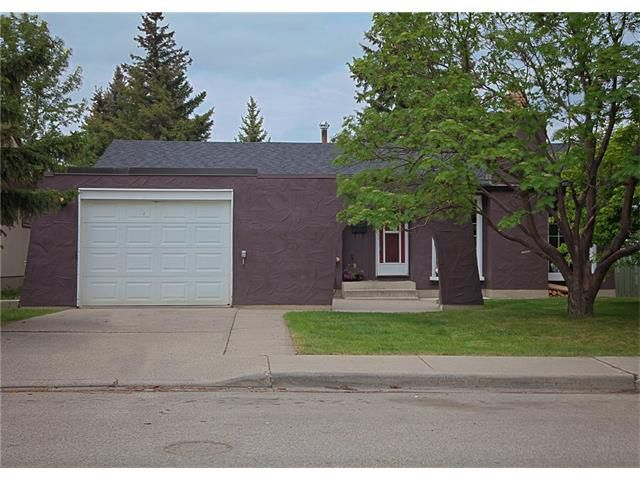 Main Photo: 2720 OAKMOOR Drive SW in Calgary: Oakridge House for sale : MLS®# C4065704