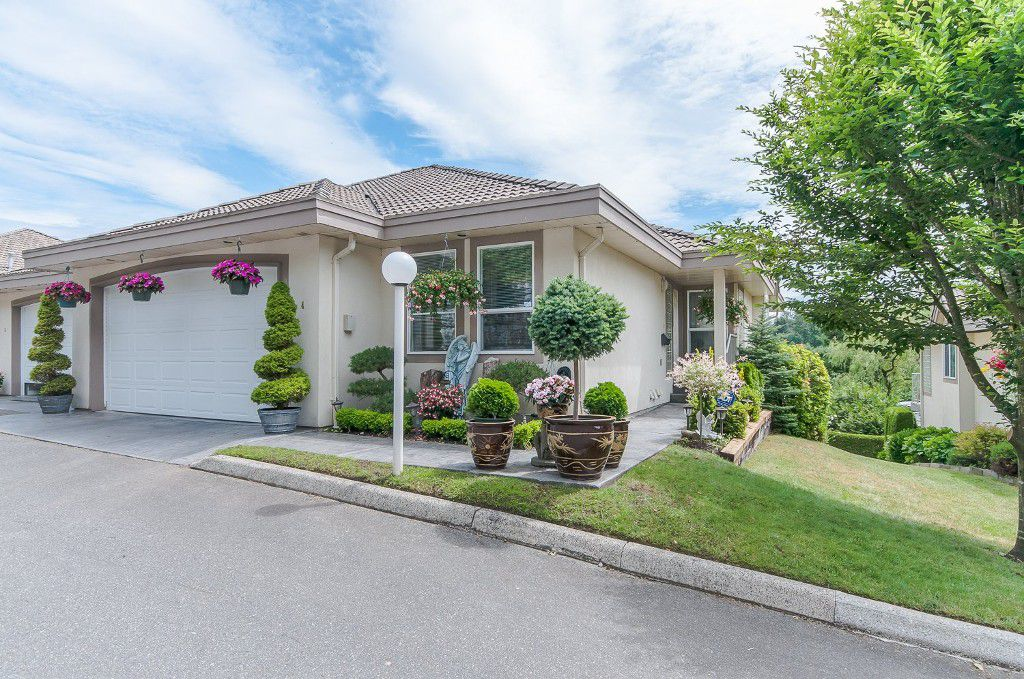 """Main Photo: 4 3354 HORN Street in Abbotsford: Central Abbotsford Townhouse for sale in """"Blackberry Creek Estates"""" : MLS®# R2072789"""