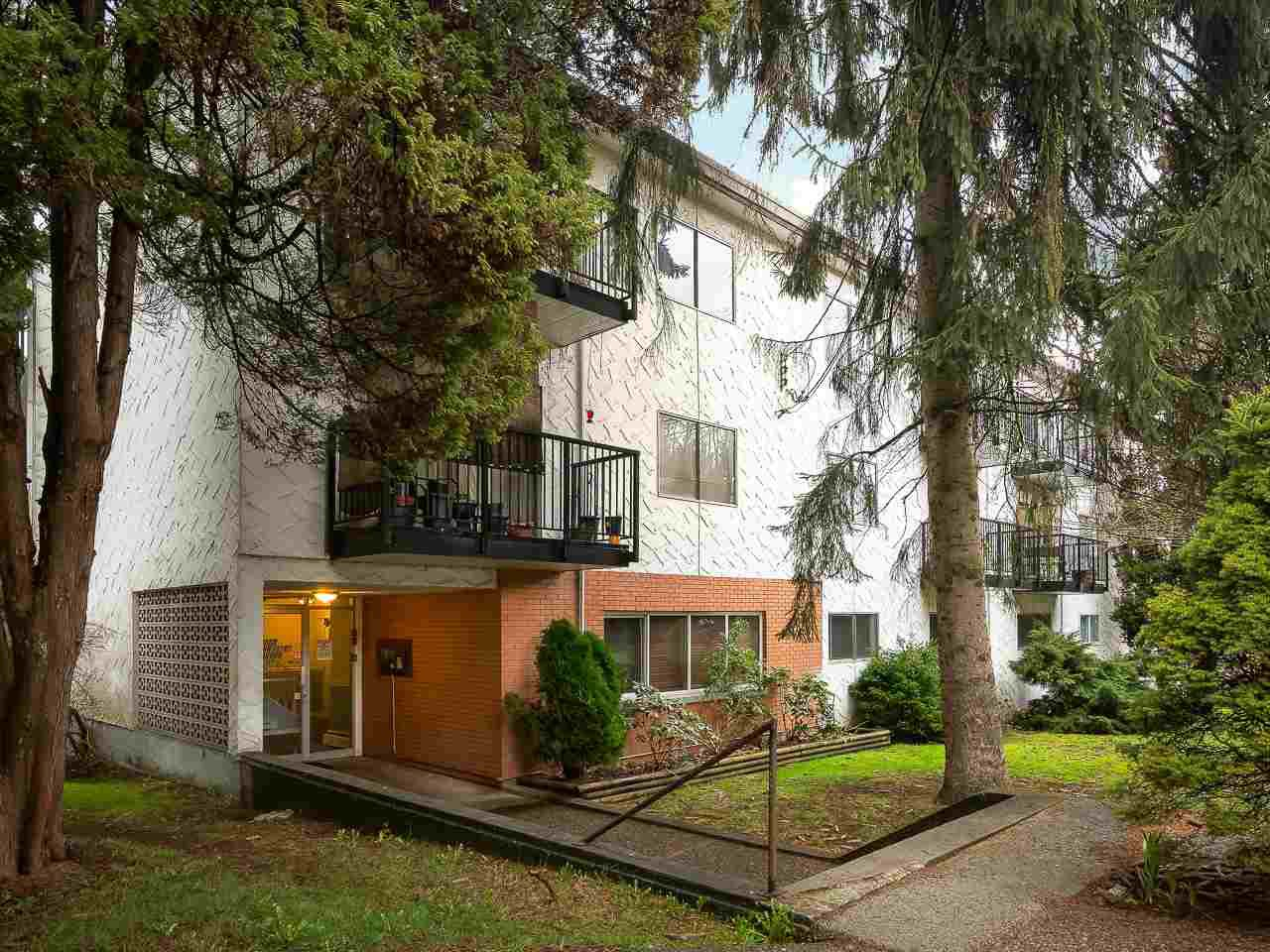 Main Photo: 64 2002 ST JOHNS Street in Port Moody: Port Moody Centre Condo for sale : MLS®# R2247083