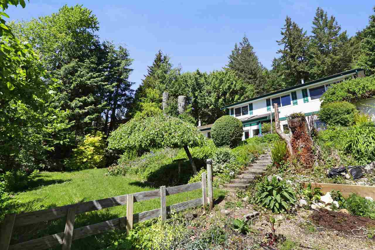 Main Photo: 230 MOUNTAIN Drive: Lions Bay House for sale (West Vancouver)  : MLS®# R2268244