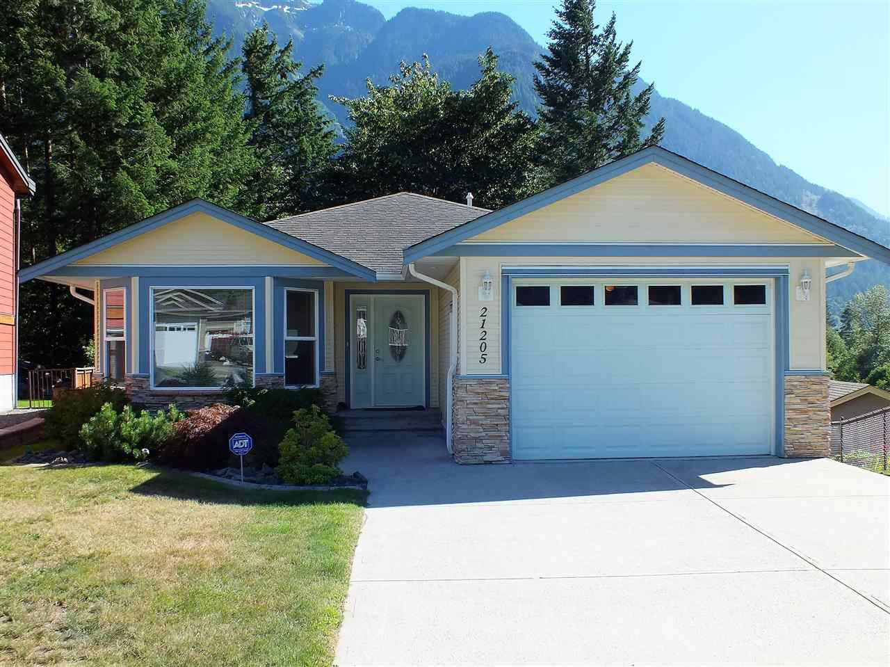 Main Photo: 21205 KETTLE VALLEY Place in Hope: Hope Kawkawa Lake House for sale : MLS®# R2346030