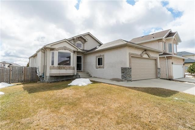 Main Photo: 2 Northport Bay in Winnipeg: Royalwood Residential for sale (2J)  : MLS®# 1907748