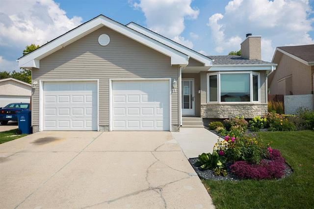 Main Photo: 71 William Whiteway Bay in Winnipeg: Riverbend Residential for sale (4E)  : MLS®# 1909335