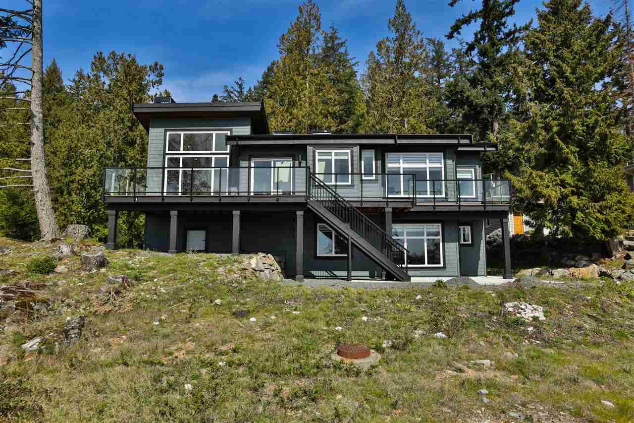 Main Photo: 869 SEYMOUR BAY Drive: Bowen Island House for sale : MLS®# R2373036