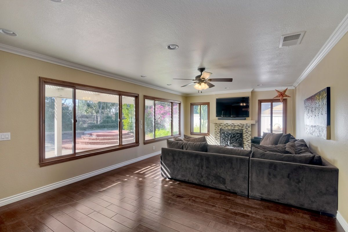 Photo 15: Photos: SCRIPPS RANCH House for sale : 4 bedrooms : 9820 Caminito Munoz in San Diego