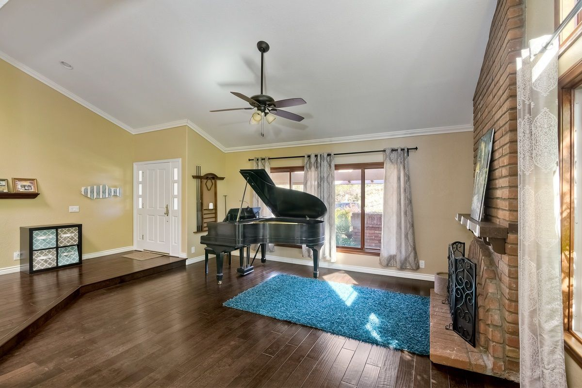 Photo 5: Photos: SCRIPPS RANCH House for sale : 4 bedrooms : 9820 Caminito Munoz in San Diego