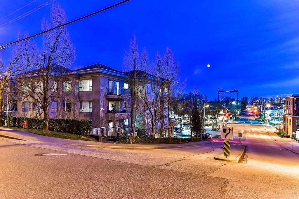 "Main Photo: 303 1085 W 17 Street in North Vancouver: Pemberton NV Condo for sale in ""LLOYD REGENCY"" : MLS®# R2269327"
