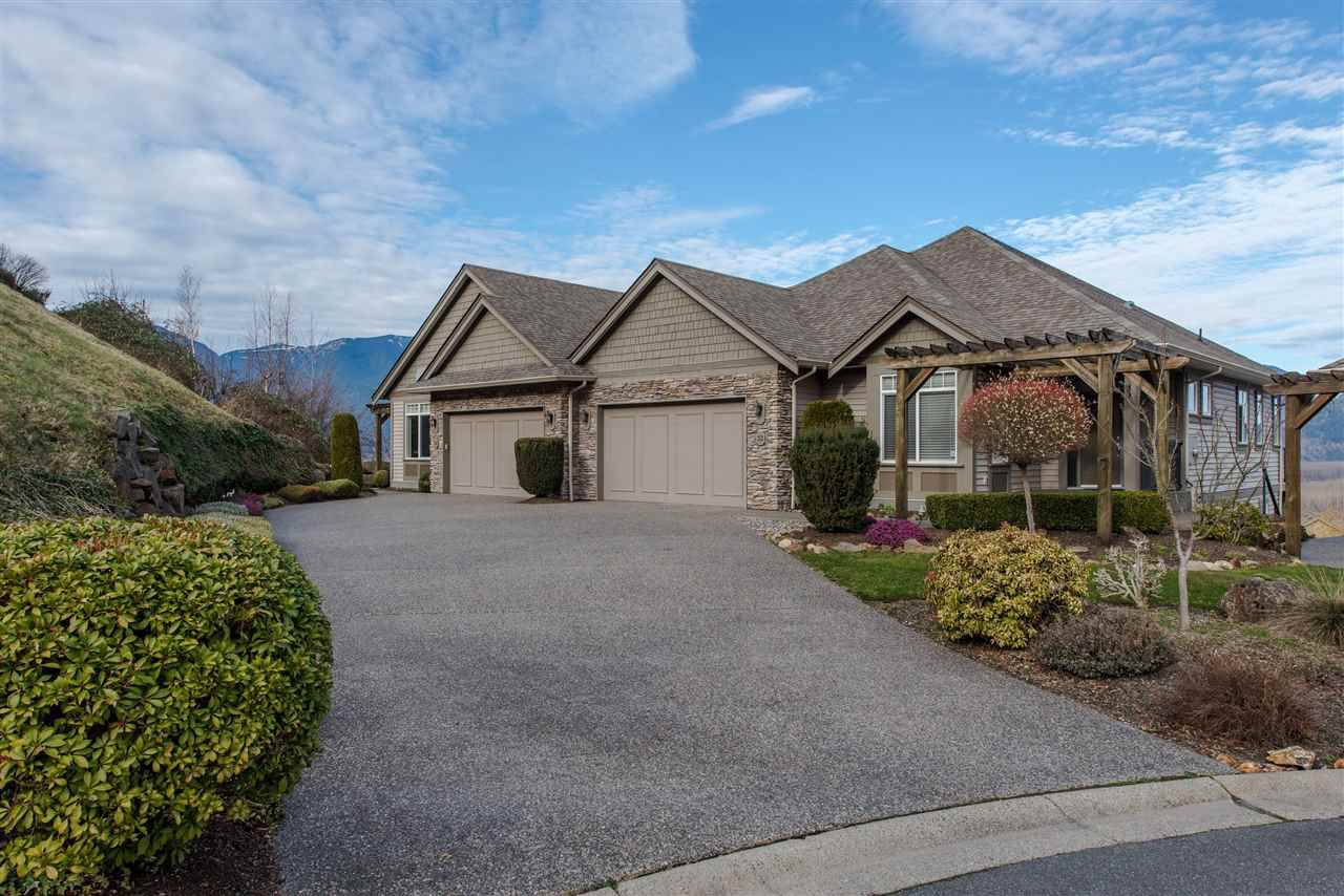 "Main Photo: 34 43777 CHILLIWACK MOUNTAIN Road in Chilliwack: Chilliwack Mountain Townhouse for sale in ""Westpointe"" : MLS®# R2337176"
