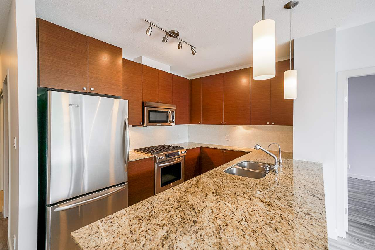 """Photo 3: Photos: 605 110 BREW Street in Port Moody: Port Moody Centre Condo for sale in """"ARIA 1"""" : MLS®# R2370460"""