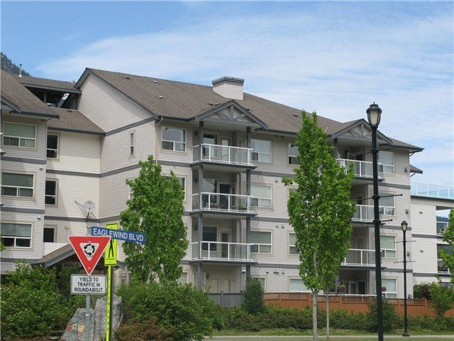 "Main Photo: 211 1203 PEMBERTON Avenue in Squamish: Downtown SQ Condo for sale in ""EAGLEGROVE"" : MLS®# V1064733"