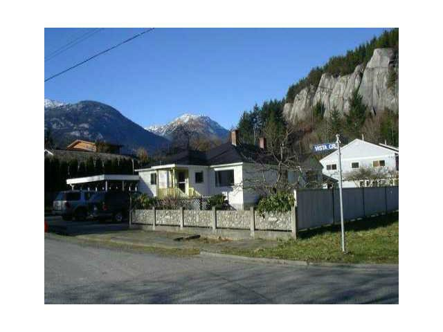 "Main Photo: 1779 VISTA Crescent in Squamish: Hospital Hill House for sale in ""HOSPITAL  HILL"" : MLS®# V1103381"