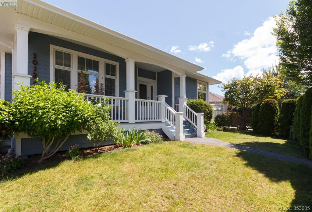 Main Photo: SIDNEY TOWNHOME FOR SALE: 2 BEDROOMS + 2 BATHROOMS = SIDNEY REAL ESTATE FOR SALE.