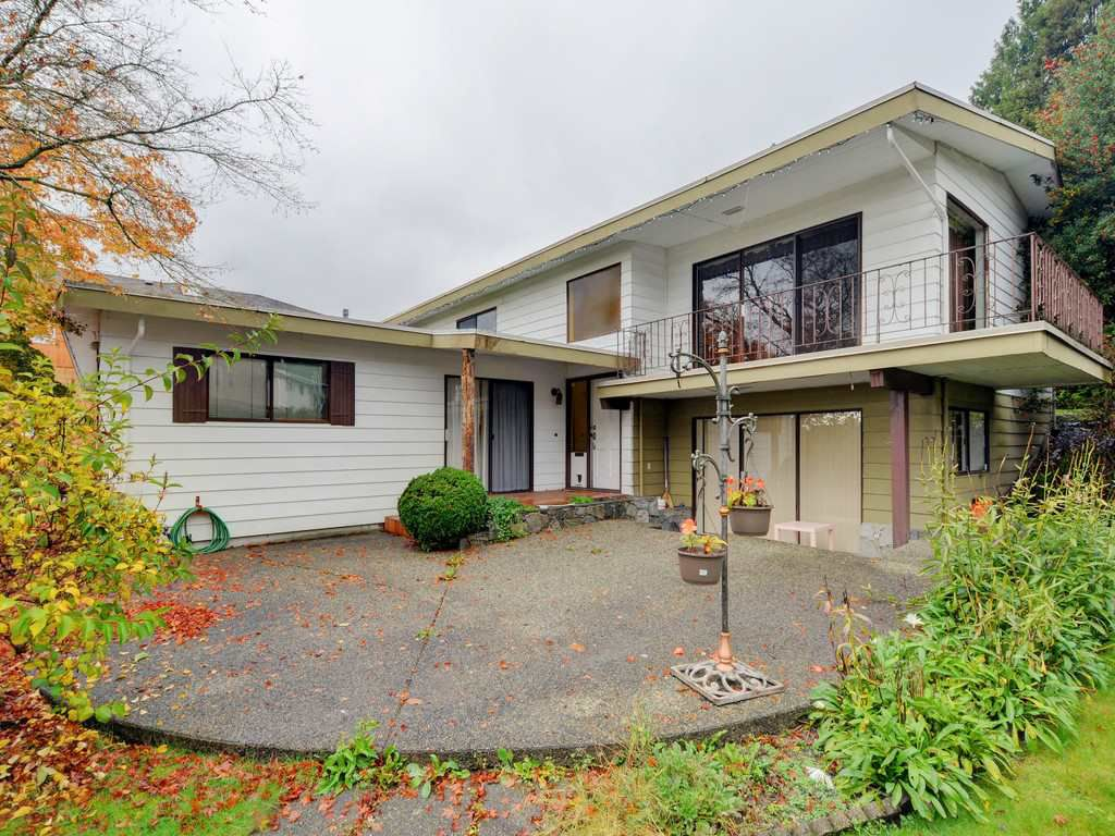 Main Photo: 5398 SPRINGDALE Court in Burnaby: Parkcrest House for sale (Burnaby North)  : MLS®# R2131829