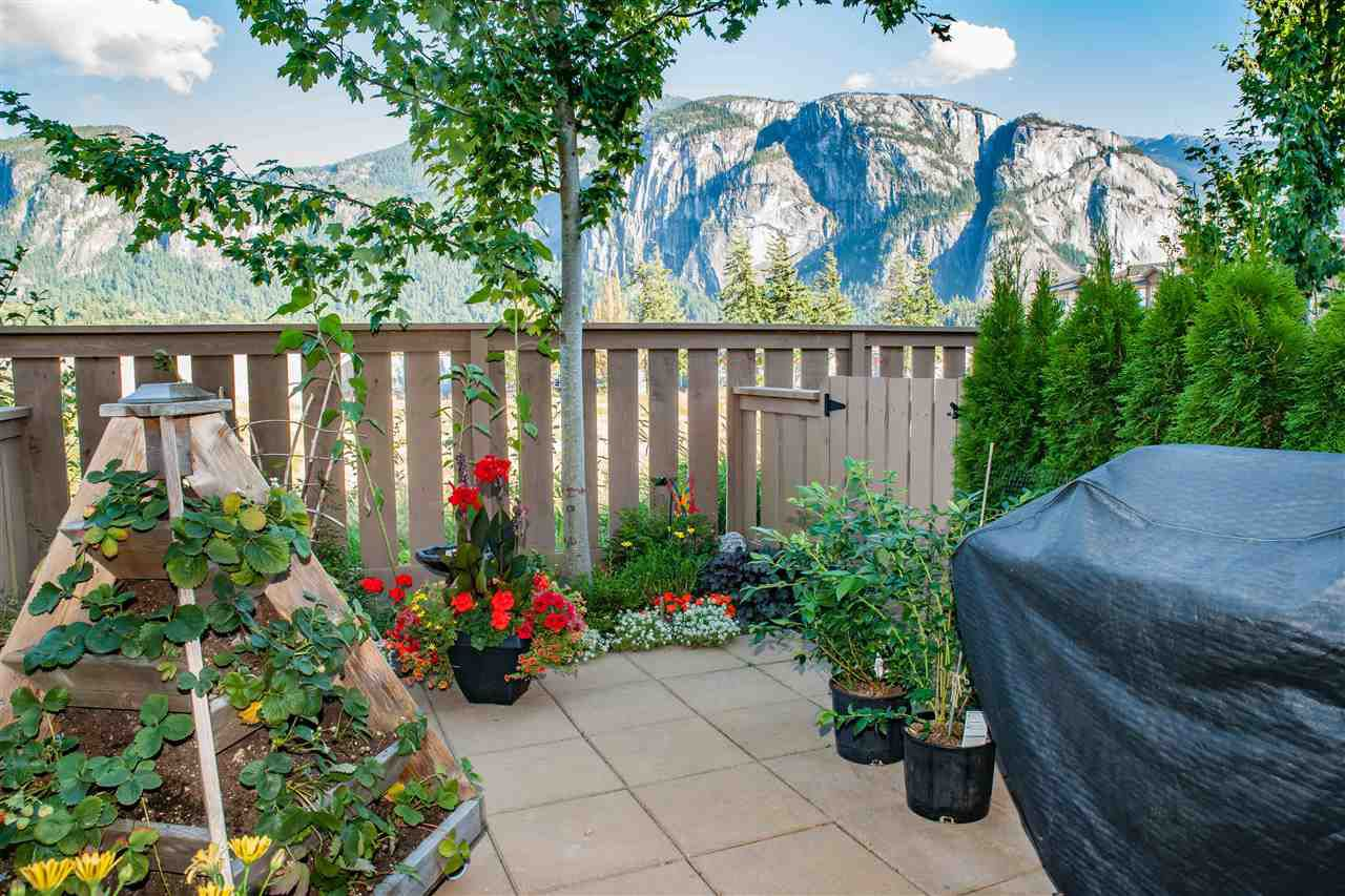 "Main Photo: 38352 EAGLEWIND Boulevard in Squamish: Downtown SQ Townhouse for sale in ""Eaglewind"" : MLS®# R2201863"