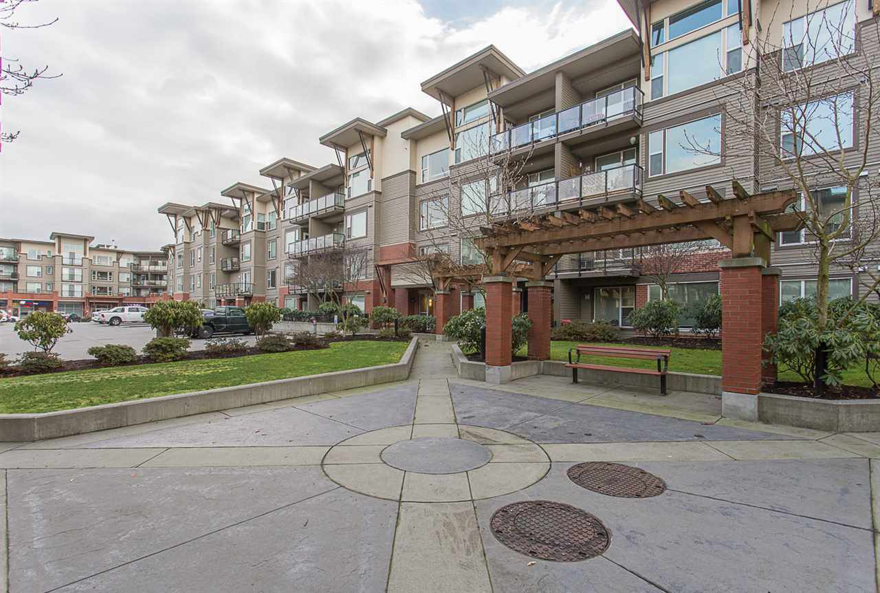 "Main Photo: 304 33539 HOLLAND Avenue in Abbotsford: Central Abbotsford Condo for sale in ""The Crossing"" : MLS®# R2226515"