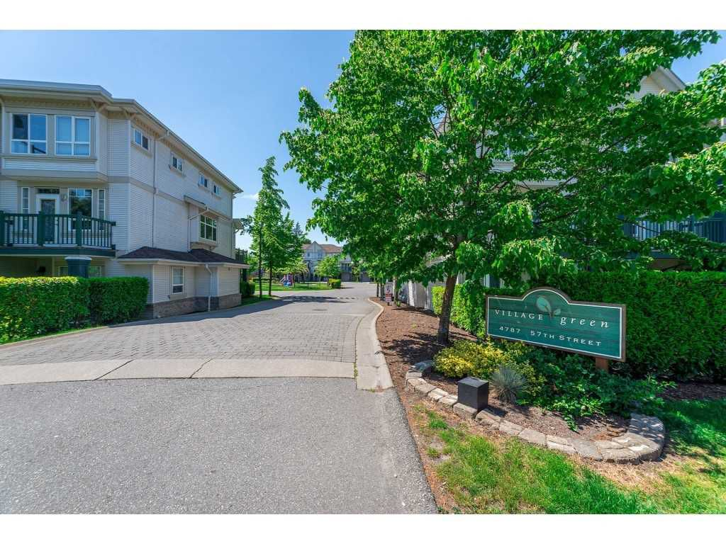 "Main Photo: 19 4787 57 Street in Ladner: Delta Manor Townhouse for sale in ""Village Green"" : MLS®# R2271029"