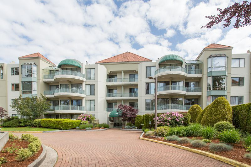 """Main Photo: 308 1765 MARTIN Drive in Surrey: Sunnyside Park Surrey Condo for sale in """"Southwynd"""" (South Surrey White Rock)  : MLS®# R2315465"""