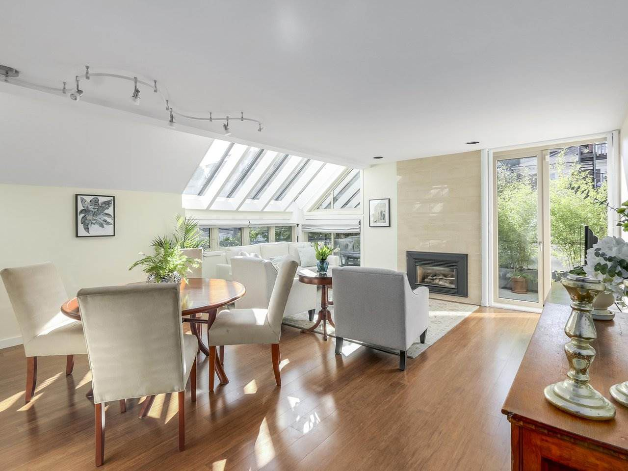 Main Photo: 1735 LARCH Street in Vancouver: Kitsilano Townhouse for sale (Vancouver West)  : MLS®# R2330444