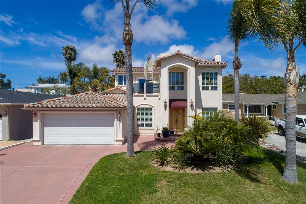 Main Photo: PACIFIC BEACH House for sale : 4 bedrooms : 1426 Loring St in San Diego