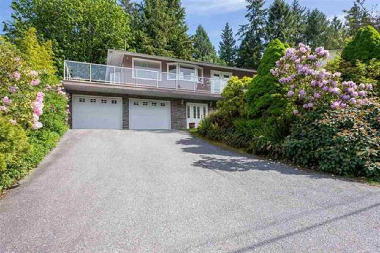 """Main Photo: 917 FRESNO Place in Coquitlam: Harbour Place House for sale in """"Harbour Chines"""" : MLS®# R2378636"""