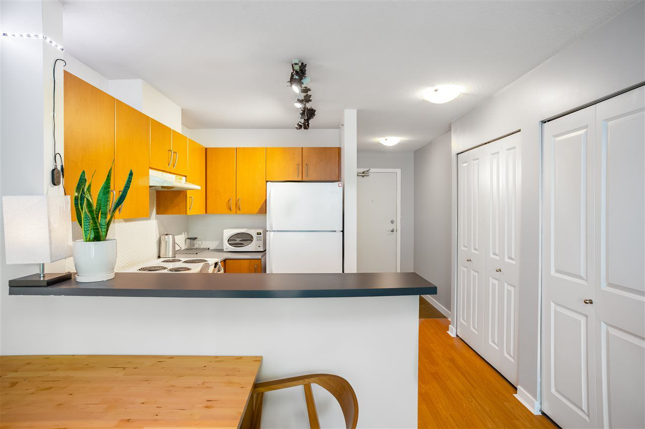 """Main Photo: 406 1295 RICHARDS Street in Vancouver: Downtown VW Condo for sale in """"OSCAR"""" (Vancouver West)  : MLS®# R2381383"""