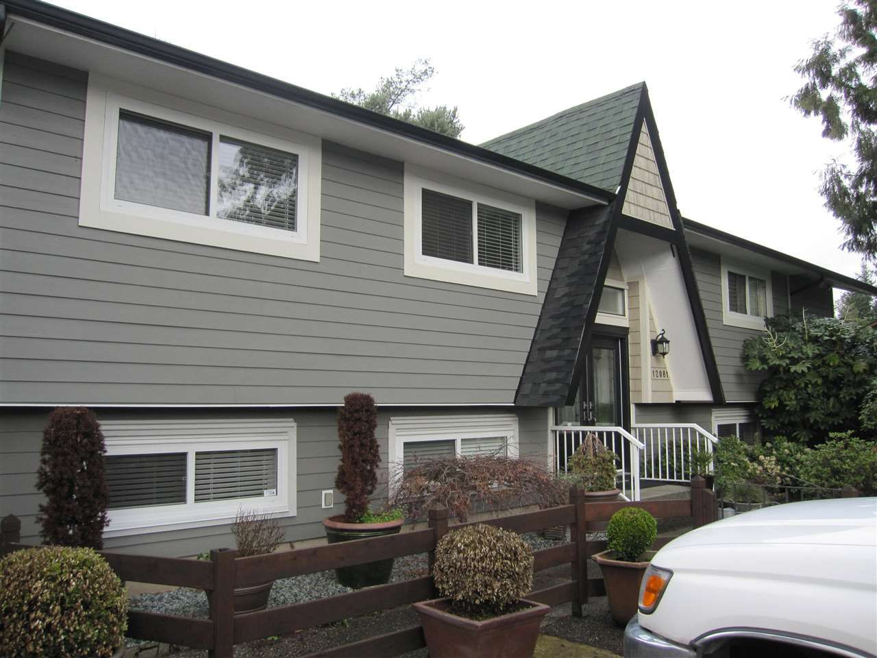 Main Photo: 12081 GREENWELL Street in Maple Ridge: East Central House for sale : MLS®# R2049109