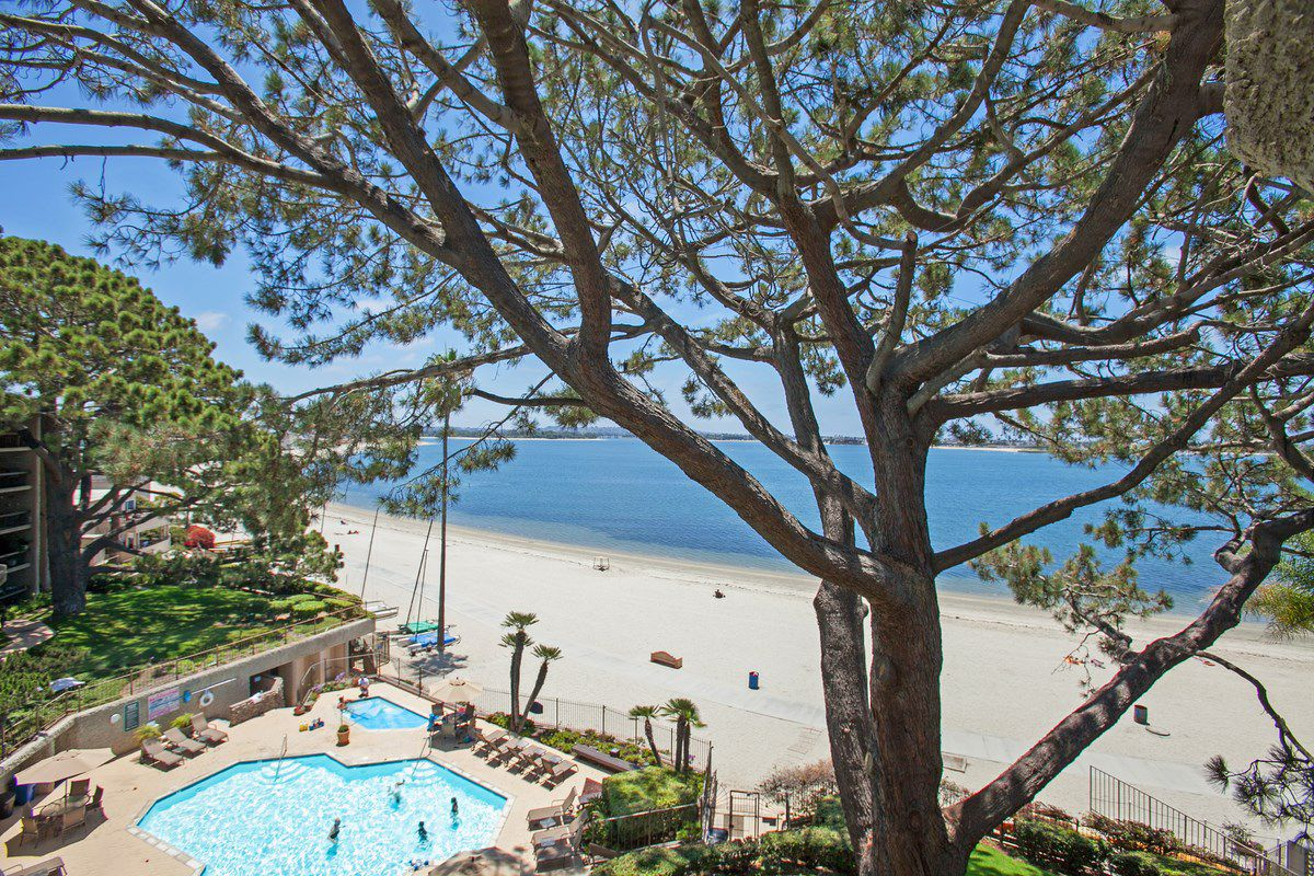 Main Photo PACIFIC BEACH Condo For Rent 2 Bedrooms 3940 Gresham St