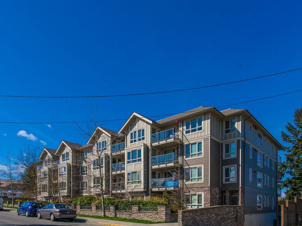 Main Photo: 303 297 Hirst Ave in Bayview Gardens: Apartment for sale : MLS®# 421913