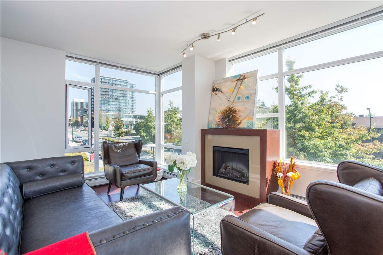 """Main Photo: 304 158 W 13TH Street in North Vancouver: Central Lonsdale Condo for sale in """"Vista Place"""" : MLS®# R2304505"""