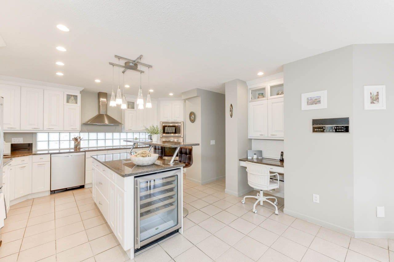 Photo 10: Photos: 827 WHEELER Road W in Edmonton: Zone 22 House for sale : MLS®# E4151881