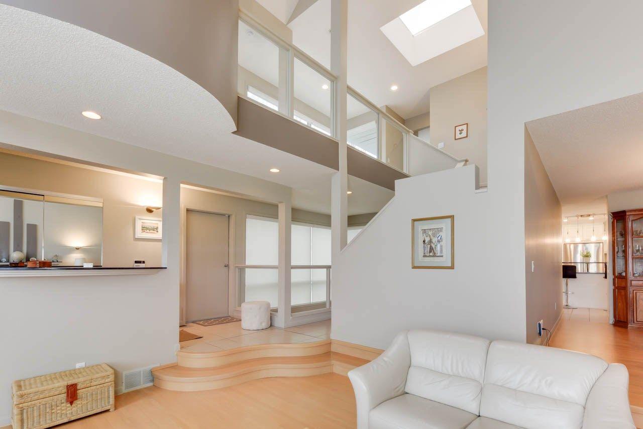 Photo 3: Photos: 827 WHEELER Road W in Edmonton: Zone 22 House for sale : MLS®# E4151881